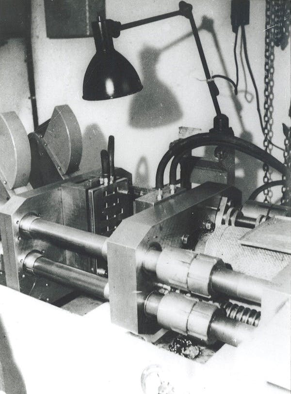 First_plastic_injection_moulding_machine_1949-2